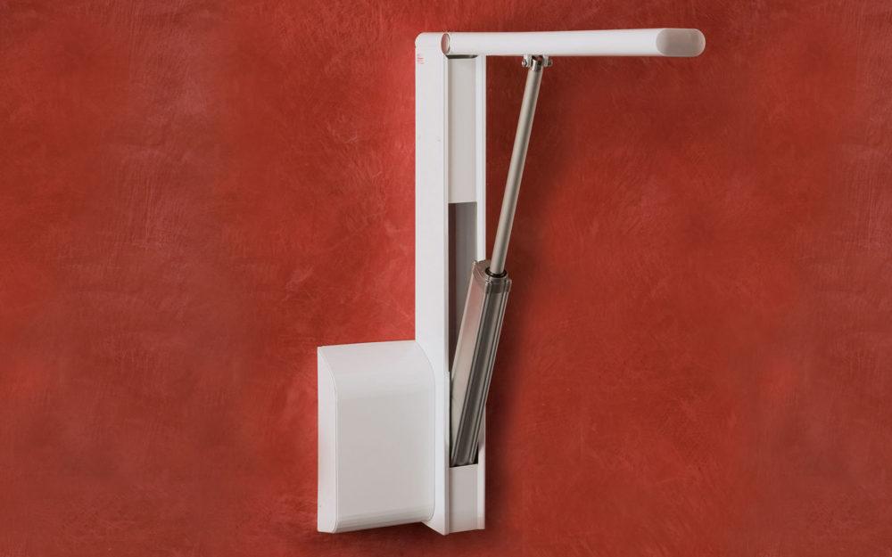 La barra elettrica ribaltabile Open è pensata per definire un nuovo concetto di utilizzo, che non tiene conto dei vincoli imposti dagli standard produttivi e risponde a esigenze di sicurezza, ergonomia, e in particolare la mimesi.